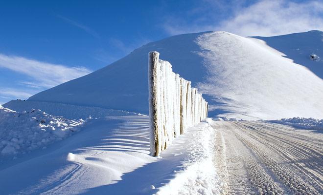 El único problema real con las estaciones de esquí del país se refiere a su facilidad de acceso que no es ejemplar con un montón de caminos de grava al final. Es posible que necesite cadenas de nieve.