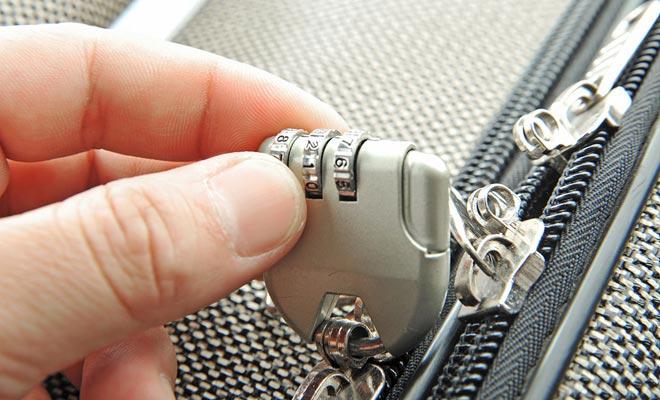 Los robos de maletas no son una leyenda. Una buena razón para conseguir un equipaje que cierra con un candado.