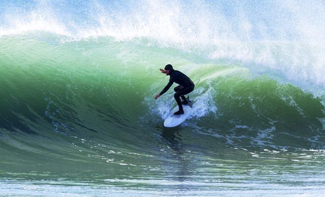 Nieuw-Zeeland is een van de grote surfende landen met veel stranden waar de golven perfect zijn voor zowel beginners als kampioenen.