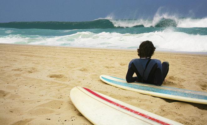 Surfen is een sport die totale concentratie vereist en alle spieren van het lichaam gebruikt. De eerste sessies zijn erg leuk, maar ook erg vermoeiend.