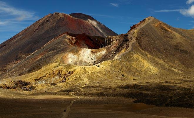 De afkomst naar de centrale krater is het moeilijkste deel voor bezoekers die duizelig zijn. Een stap die veel makkelijker zal zijn als men denkt om wandelstokken te brengen.