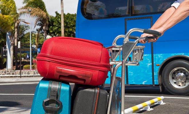 Si viaja a menudo para visitar el país o buscar trabajo, tendrá que viajar ligero o perderá a menudo su tiempo para recoger su equipaje.