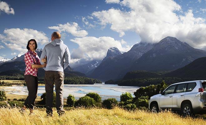 La guida a sinistra è difficile quando si guida un camper per la prima volta. Se non si sente pronto, noleggiare un'auto di base.
