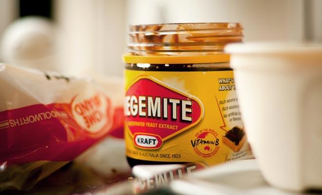 De Vegemite is een concentraat van zeer zoute biergist, het equivalent van de marmiet.