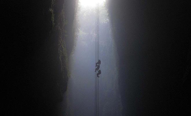 De afkomst in de Tomo van Ruakuri Cave is bij het programma als u kiest voor een rondleiding door het Zwarte Water.