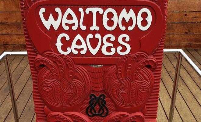 El área de Waitomo fue ocupada antes por los Maoris. La explotación comercial de las cuevas se atribuyó a una tribu procedente de la región.