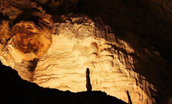 Algunas cuevas de Waitomo son inmensas, como la llamada
