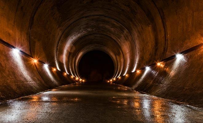 El acceso a la cueva de Waitomo se ha dispuesto para dar cabida a un gran número de visitantes.