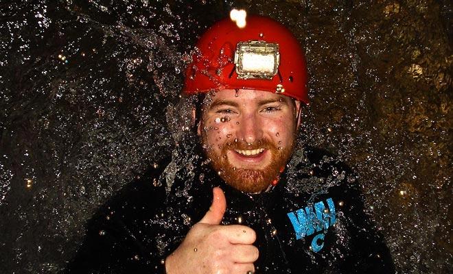 Het meest sportieve bezoek van de grotten kan in ondergrondse watervallen springen. De ervaring die op het eerste gezicht schrikwekkend lijkt, is eigenlijk makkelijk en erg leuk.
