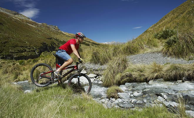 Naast talloze fietsroutes door het hele land, biedt het Wanaka gebied ongelooflijke berg- of meerwandeling.