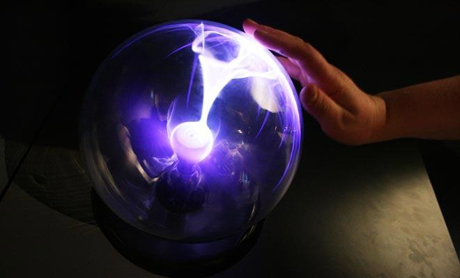 Puzzling World toont zowel optische illusies als hologrammen of wetenschappelijke experimenten.