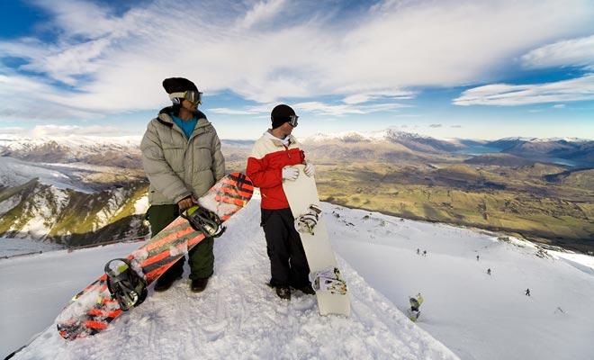 Als u in een bergresort slaagt te werken, kansen zijn dat u een gratis pas krijgt. U zult het geluk hebben van de pistes te genieten als u niet te moe bent na uw werk.