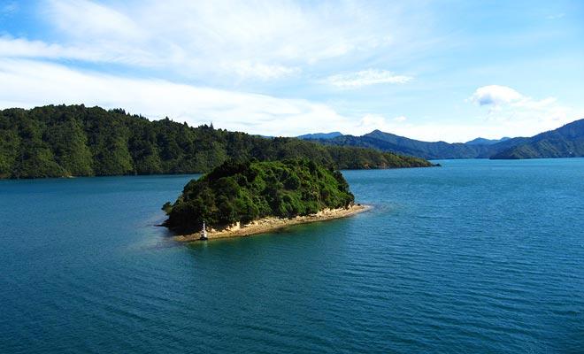 El transbordador tarda tres horas en cruzar desde Wellington (Isla Norte) hasta Picton (Isla Sur).