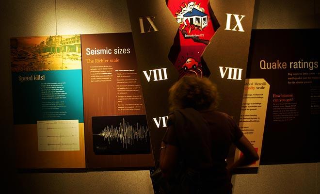 Een van de belangrijkste attracties van het Te Papa Museum is gewijd aan aardbevingen. Een klein huisje gemonteerd op zuigers reproduceert de omstandigheden van een echte aardbeving. Wees voorzichtig om de veiligheidsbalk vast te houden!