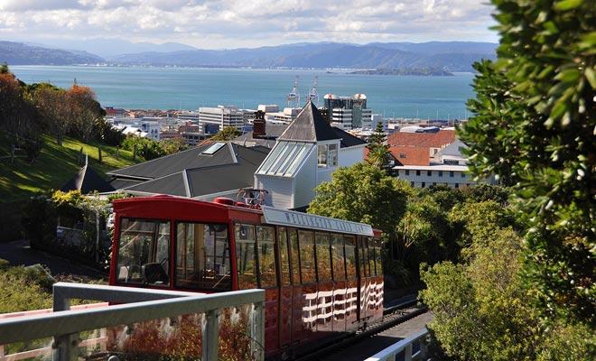 El funicular se extiende desde Lambton Quay hasta el Jardín Botánico en las alturas de Wellington.