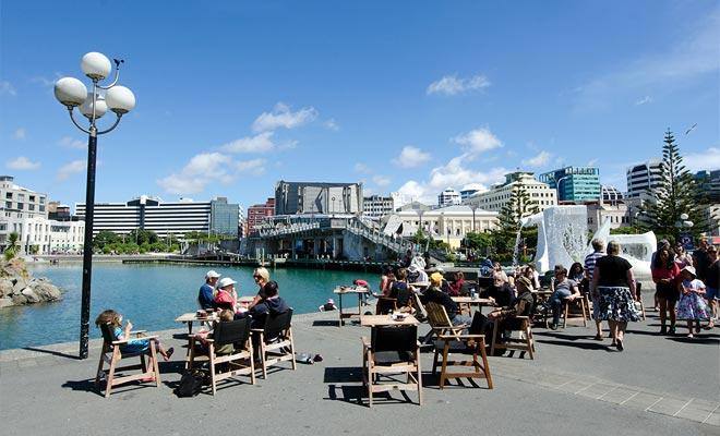 El Wellington Writer Walks corre junto al barrio de Waterfront. Hay citas de escritores que vivieron en Wellington.