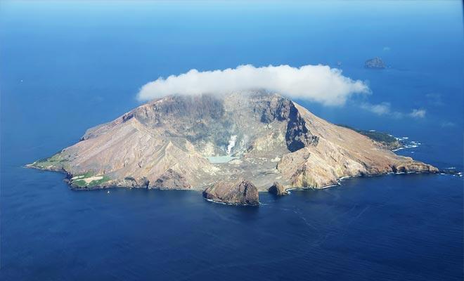 De originaliteit van de vulkaan van het White Island is om een krater open op zee te presenteren. Dit maakt het de gemakkelijkste vulkaan om te bezoeken in de wereld, omdat het kan worden verkend zonder het te beklimmen.