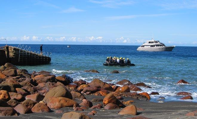 Vaartuigen komen niet tegen de ponton. Het zal nodig zijn om de reis aan boord van een dierenriem te voltooien.