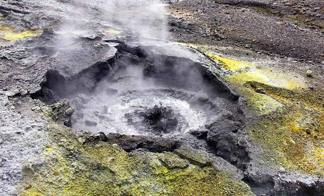 You have to stay on the track during the visit. Some fumaroles release burning gases at 800 ° C!
