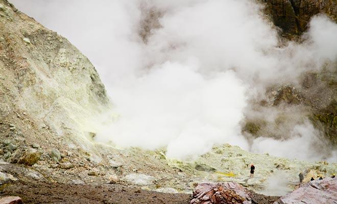 Nieuw-Zeeland ligt aan het einde van de Pacific Ring of Fire. Dit verklaart de aanwezigheid van actieve vulkanen op het noordelijke eiland, of offshore op het White Island in de baai van overvloed.