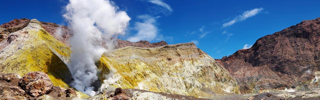 Bezoek de actieve vulkaan van het White Island in Nieuw-Zeeland.