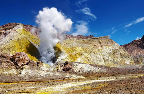 Visitar los volcanes no es una experiencia común! La experiencia suele reservarse a los vulcanólogos. White Island, en la Bahía de Plenty, es visitado por guías experimentados.