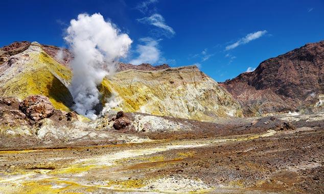 Visite el volcán activo de White Island en Nueva Zelanda.
