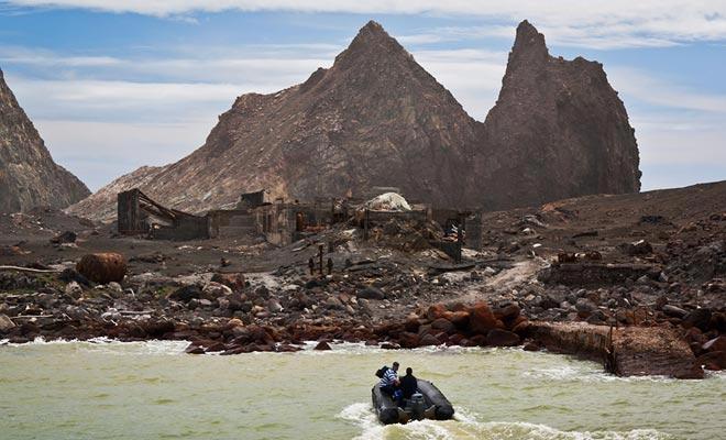 Naast het bezoeken van de vulkaan, is het mogelijk om te registreren voor duiken. De dierenriem zal je daarna ophalen.