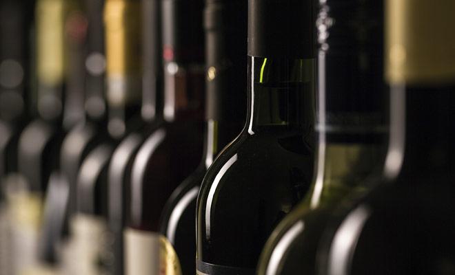 El número de botellas permitidas por pasajero es dos exactamente. Esto permite que una pareja traiga de vuelta cuatro botellas a lo más. Si usted quiere comprar más, usted tendrá que pagar honorarios de las aduanas.