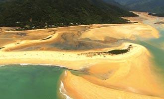De wandeling langs de kust voor 55 km afwisselend stranden en bosdelen.
