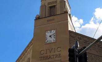 De Edge en het Civic Theater zijn een groot aantal culturele evenementen.