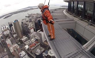 Veiligheidsschermen verhinderen het risico op vallen en de enige echte uitdaging is de vertigo.