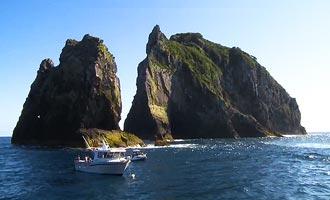 Usted puede ir a Cape Brett por mar o por tierra después de una larga caminata de 8 horas.