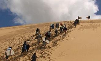 La visita ideal del Cabo pasa a través de la playa de 90 millas, el faro y las dunas de Te Paki.
