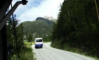 De tour vindt plaats over een volle dag en overstapt het meer Manapouri en de bergen.