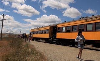 El tren cruza una gran variedad de paisajes y pide prestados túneles y viaductos impresionantes.