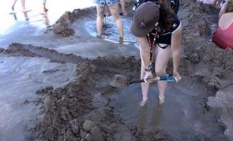 Para cavar su propio spa fácilmente, lo ideal es traer una pala.