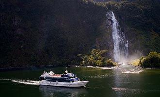 Realjourneys en Southern Discoveries cruises zijn het populairste.