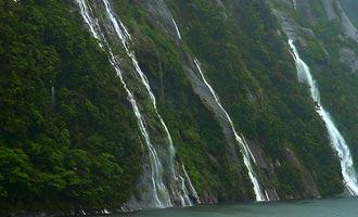 De vorming van de cascades is gekoppeld aan de overvloedige regen van de regio.