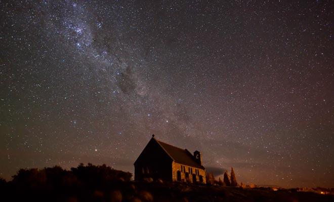 La ausencia de contaminación atmosférica y ligera facilita la observación de las constelaciones.