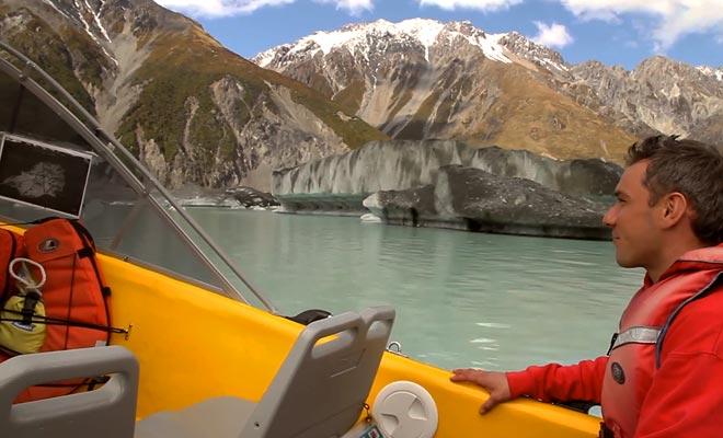 Glacier Explorers le invita a descubrir los icebergs del lago glacial a bordo de un zodiaco.