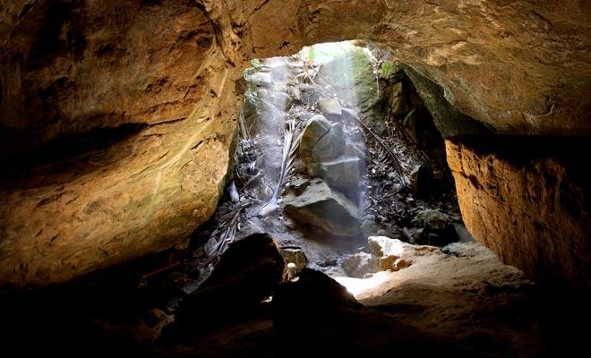 Het is aan te bevelen de Fox River Cave te bezoeken met een gids.