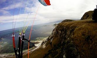 Es posible volar sobre la península en parapente.