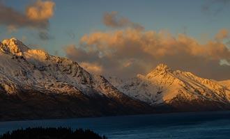 De bergen uit de ijstijd omringen het Wakatipu-meer.