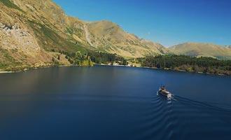 De kruising van het meer aan boord van de TSS Earnslaw vindt plaats bij het geluid van de piano.