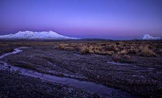 Tongariro Park heeft een droge grond in verband met vulkanische activiteit.