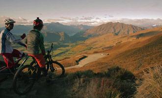 Después de un largo ascenso en bicicleta tendrá el placer de contemplar magníficos paisajes.
