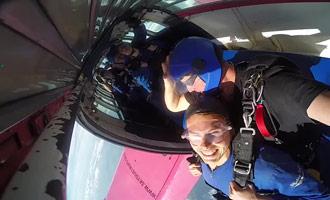 Met dit rapport kunt u de gevoelens ontdekken die tijdens een parachutesprong worden gevoeld.