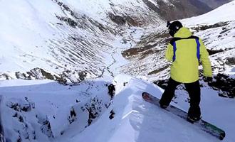 También puede practicar snowboard en las pistas de esquí de Nueva Zelanda.