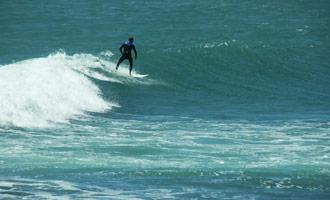 Raglan Beach is het beroemdste surfstrand van Nieuw Zeeland, en de golven zijn uitzonderlijk.